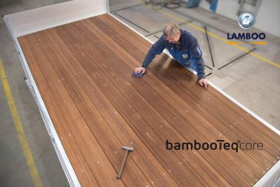 Primeur: bamboe eco-vloeren voor de carrosseriebouw in Nederland