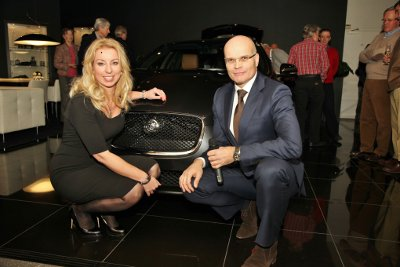 12 en 13 december jongstleden stond Jaguar Blankespoor in het teken van de nieuwe jaguar modellen van 2013, met als hoogtepunt van de avond de onthulling van de XF Sportbrake.
