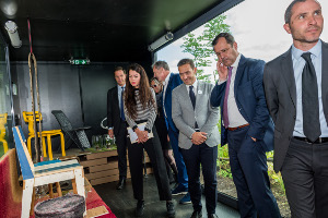 Bezoek heer Mark Rutte aan Vert le Nord, Container Living met Buxkin Recycled Leather.