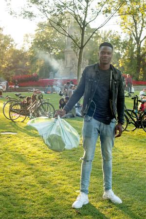 Vondelpark krijgt hulp van buurt, bedrijfsleven en bezoekers bij opruimen