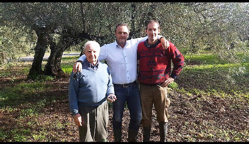 [Op de foto: vlnr Olijfboer Molero, Michiel Drijver en boerenzoon Juan]