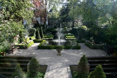 Dreigende publiekssluiting van tuinen grachtenmusea voorkomen.