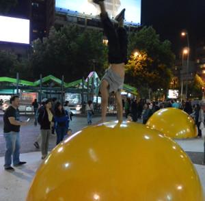 Kissing Eggs van Henk Hofstra in Santiago, Chili doorslaand succes