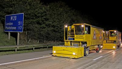 Foto: Met het nieuwe GrooveTex-systeem voor het opruwen van wegen verwacht het Brabantse wegonderhoudsbedrijf Klaruw zijn positie op de Britse markt verder te verstevigen.