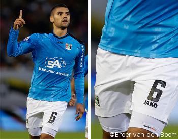 Spelers van PSV, FC Groningen en N.E.C. spelen met compressieshort in plaats van slidingbroek