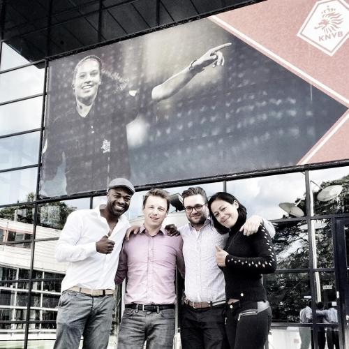 [Foto vlnr: Ramon Beuk, Peter Legters (KNVB), Mark Nipius (KNVB), Renata Beijen (Management RB)]