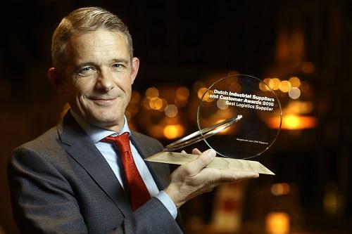 [Algemeen directeur Peter Rikken met de prestigeuze Best Logistics Award DISCA'16]