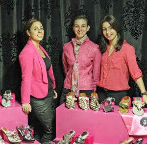 Drie jonge meiden uit het Limburgse Papenhoven presenteren collectie glamoureuze luxe Italiaanse high heels en (teen)slippers onder de naam Perla Gioia.