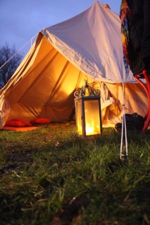 [foto: Bell tent met schemerlamp]
