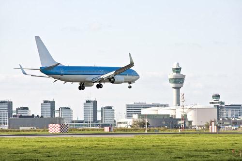 [Zakelijke reiziger vliegt weer business class]