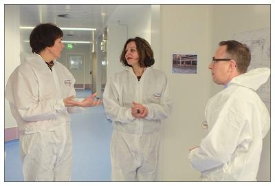 [Minister Schippers bezoekt vaccinproducent Bilthoven Biologicals]
