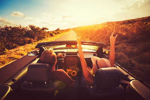 [Autovakantie onderzoek Tussenstop.com: Nederlanders vinden humor en gezelligheid bij reispartner meest belangrijk]