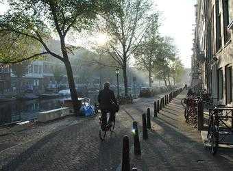 Search image amsterdam fietser
