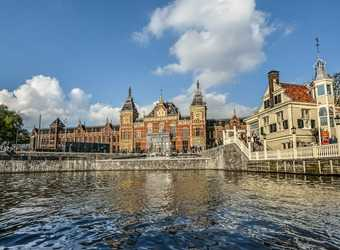 Search image amsterdam centraal station