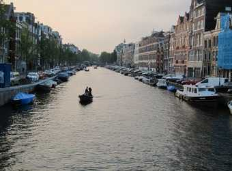 Search image amsterdam boot op gracht