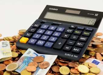 Search image geld met rekenmachine