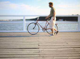 Search image man met fiets