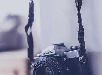 Search image fotocamera opgehangen